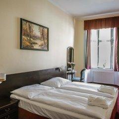 Отель Penzion U Salzmannu Пльзень сейф в номере