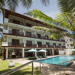 Отель Rockside Beach Resort бассейн