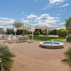 Отель Holiday Inn Madrid - Calle Alcala бассейн