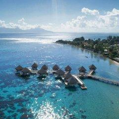Отель Tahiti Ia Ora Beach Resort - Managed by Sofitel Французская Полинезия, Пунаауиа - отзывы, цены и фото номеров - забронировать отель Tahiti Ia Ora Beach Resort - Managed by Sofitel онлайн бассейн фото 3