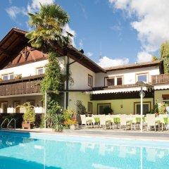 Отель Gruberhof Италия, Меран - отзывы, цены и фото номеров - забронировать отель Gruberhof онлайн бассейн фото 3