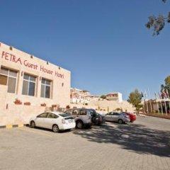 Отель Petra Guest House Hotel Иордания, Вади-Муса - отзывы, цены и фото номеров - забронировать отель Petra Guest House Hotel онлайн парковка