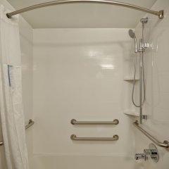Отель Hampton Inn & Suites Los Angeles Burbank Airport Лос-Анджелес ванная