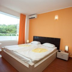 Отель Pliska сейф в номере
