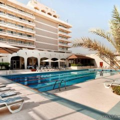Отель Radisson Blu Hotel & Resort ОАЭ, Эль-Айн - отзывы, цены и фото номеров - забронировать отель Radisson Blu Hotel & Resort онлайн бассейн фото 3