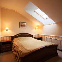Гостиничный комплекс Купеческий клуб Бор комната для гостей