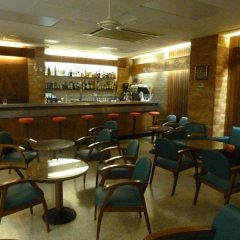 Отель Hostal Rom Испания, Курорт Росес - отзывы, цены и фото номеров - забронировать отель Hostal Rom онлайн гостиничный бар