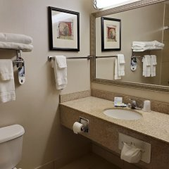 Holiday Inn Express Hotel and Suites Mankato East ванная