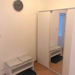 Отель Queens 7 Apartments Чехия, Прага - отзывы, цены и фото номеров - забронировать отель Queens 7 Apartments онлайн сейф в номере