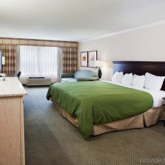 Отель Country Inn & Suites by Radisson, Atlanta Airport North, GA комната для гостей