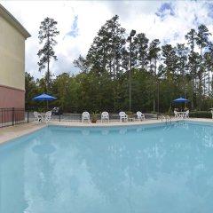 Отель Comfort Suites Wilmington бассейн