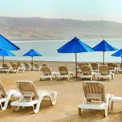 Отель Ramada Resort Dead Sea Иордания, Ма-Ин - 1 отзыв об отеле, цены и фото номеров - забронировать отель Ramada Resort Dead Sea онлайн пляж