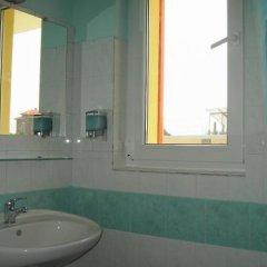 Отель Fresh Family Hotel Болгария, Равда - отзывы, цены и фото номеров - забронировать отель Fresh Family Hotel онлайн ванная фото 2