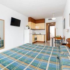 Отель Aparthotel Costa Encantada Испания, Льорет-де-Мар - 3 отзыва об отеле, цены и фото номеров - забронировать отель Aparthotel Costa Encantada онлайн комната для гостей фото 5