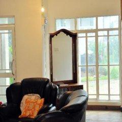 Отель Moonplains Hemaya Bungalow комната для гостей
