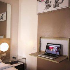 Отель Red Planet Manila Mabini Филиппины, Манила - 1 отзыв об отеле, цены и фото номеров - забронировать отель Red Planet Manila Mabini онлайн сейф в номере