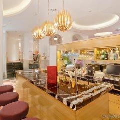 Отель NH Collection Paseo del Prado гостиничный бар