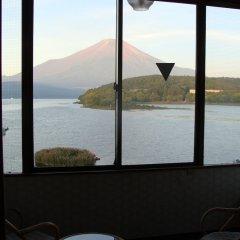 Отель Lake Side Inn Fujinami Яманакако балкон