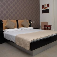 Royal Ascot Hotel Apartment сейф в номере