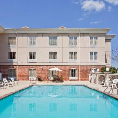 Отель Holiday Inn Express Vicksburg бассейн