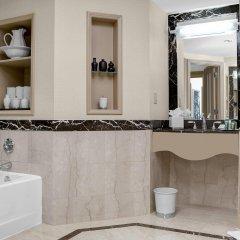Отель Hilton Times Square США, Нью-Йорк - отзывы, цены и фото номеров - забронировать отель Hilton Times Square онлайн ванная