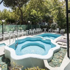 Hotel Levante Римини бассейн