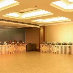 Отель Dee Marks Hotel & Resorts Индия, Нью-Дели - отзывы, цены и фото номеров - забронировать отель Dee Marks Hotel & Resorts онлайн питание
