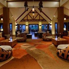 Отель Crimson Resort and Spa Mactan Филиппины, Лапу-Лапу - 1 отзыв об отеле, цены и фото номеров - забронировать отель Crimson Resort and Spa Mactan онлайн интерьер отеля