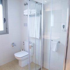 Отель Aura Park Fira Barcelona ванная фото 2