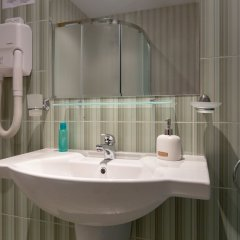 Апартаменты Quiet One Bedroom Apartment with Kitchenette in Avalon Complex ванная