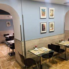 Отель Petit Palace Puerta del Sol гостиничный бар
