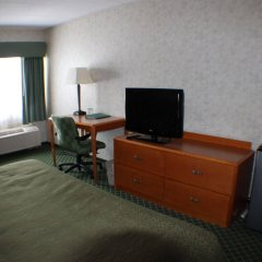 Отель All Seasons Inn and Suites удобства в номере