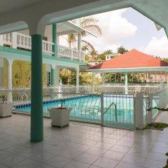 Отель Diamond Villas and Suites бассейн
