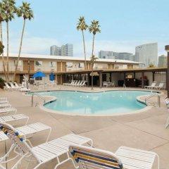 Отель Days Inn Las Vegas at Wild Wild West Gambling Hall бассейн фото 3