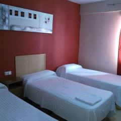Отель Hostal Falfes комната для гостей фото 3