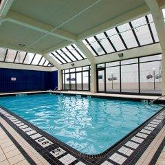 Отель Holiday Inn Vancouver Centre Канада, Ванкувер - отзывы, цены и фото номеров - забронировать отель Holiday Inn Vancouver Centre онлайн бассейн фото 3