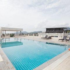 Отель The Ashlee Plaza Patong Hotel & Spa Таиланд, Карон-Бич - 1 отзыв об отеле, цены и фото номеров - забронировать отель The Ashlee Plaza Patong Hotel & Spa онлайн бассейн фото 3