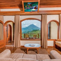 Отель The Springs Resort and Spa at Arenal комната для гостей