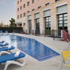 Отель Holiday Inn Express Ciudad de las Ciencias Испания, Валенсия - 1 отзыв об отеле, цены и фото номеров - забронировать отель Holiday Inn Express Ciudad de las Ciencias онлайн бассейн