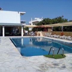 Отель Golden Beach бассейн