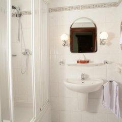 Гостиница Салют Отель Украина, Киев - 7 отзывов об отеле, цены и фото номеров - забронировать гостиницу Салют Отель онлайн ванная фото 2