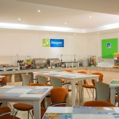 Отель Holiday Inn Express And Suites Mexico City At The Wtc Мехико питание
