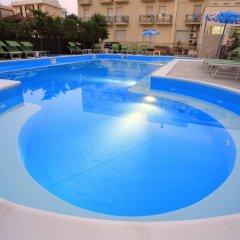 Отель Ben Hur Римини бассейн