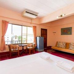 Baan Lukkan Hostel сейф в номере