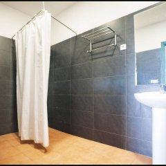 Отель INOUT Hostel Barcelona Испания, Барселона - 4 отзыва об отеле, цены и фото номеров - забронировать отель INOUT Hostel Barcelona онлайн ванная фото 2