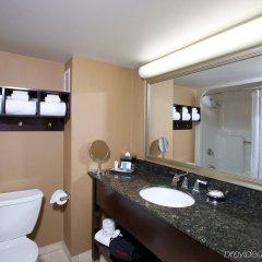 Отель Crowne Plaza Columbus - Downtown США, Колумбус - отзывы, цены и фото номеров - забронировать отель Crowne Plaza Columbus - Downtown онлайн ванная