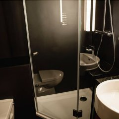 Отель Ginn Hotel Hamburg Elbspeicher Германия, Гамбург - отзывы, цены и фото номеров - забронировать отель Ginn Hotel Hamburg Elbspeicher онлайн ванная фото 2