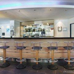 Отель Holiday Inn Express Geneva Airport гостиничный бар