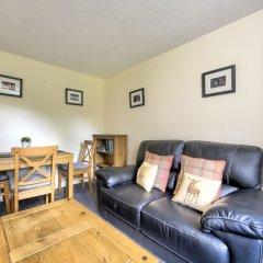 Отель Charming Grassmarket Apartment with Castle View Великобритания, Эдинбург - отзывы, цены и фото номеров - забронировать отель Charming Grassmarket Apartment with Castle View онлайн комната для гостей фото 2