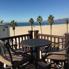Отель Venice Beach Suites & Hotel США, Лос-Анджелес - отзывы, цены и фото номеров - забронировать отель Venice Beach Suites & Hotel онлайн балкон